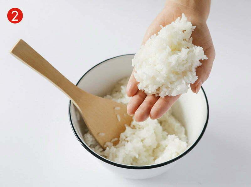 tutoriel étape de fabrication de l'onigiri avec du riz rond japonica akafuji